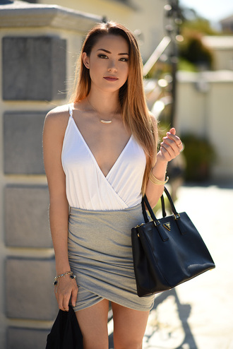 hapa time blogger jewels party draped draped skirt grey skirt leather bag plunge v neck