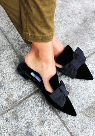 shoes mules noires avec des noeuds sur pinterest