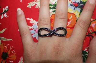Finger infinity ring sz.8 *super trendy, in perfect condition*