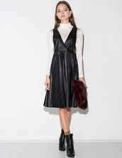 dress,black pleated leather pinafore dress,leather dress,pleated leather skirt,pinafore dress,chic style,leather pleated dress,winter outfits,fall outfits