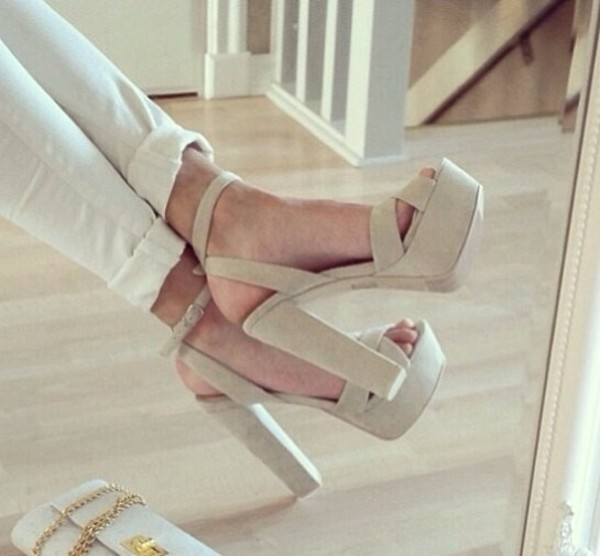 shoes high heels nude nude high heels chunky heels cream beige pumps heels peep toe white handbag wallet gold chain bag nude sandals white high heels white sandals sandals high heels summer summer shoes jeans platform shoes platform heels