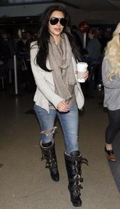 scarf,kim kardashian,gray scarf,blazer
