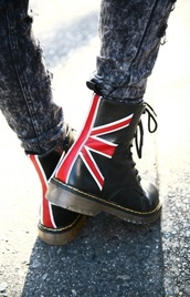shoes,boots,fashion,urban,grunge,union jack,DrMartens,steel,martens,black,red,white,combat boots,black boots,english flag