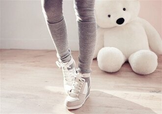 shoes pants gris leggings pantalon grey sweatpants cosy grey wedges