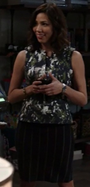 top,peplum,green,blue,bones tv show,angela montenegro,michaela conlin