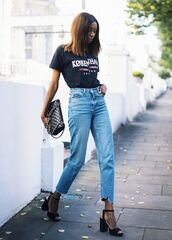 jeans,streetstyle,blogger,casual,gucci,black t-shirt,high waisted,blogger style,t-shirt,grapic tee,vintage,mom jeans,denim,sandals,black sandals,chanel,chanel bag