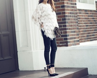 jullianne blogger black heels white top long sleeves fringes tassel