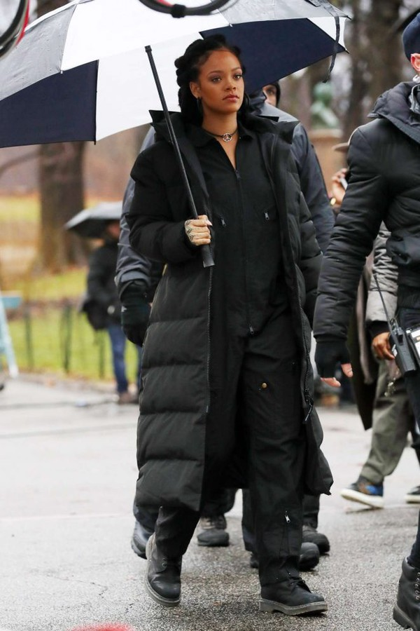Coat winter outfits winter jacket rihanna sweatpants ...
