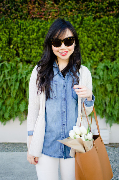 her waise voice shirt sweater jeans bag sunglasses