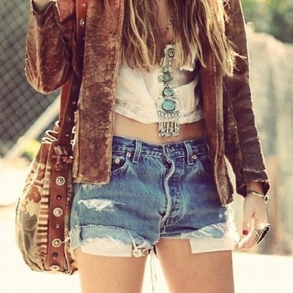 shorts brown jacket jewels jacket boho leather stressed stylish hipster stones crop tops bag cardigan crop tops jewels shoulder bag aztec necklace retro shirt High waisted shorts leather jacket crop tops jewels tank top rustic brown long neckace