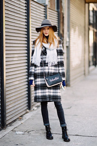 vanessa jackman blogger coat plaid coat plaid black and white black and white coat grey hat felt hat wool coat fall coat shoulder bag