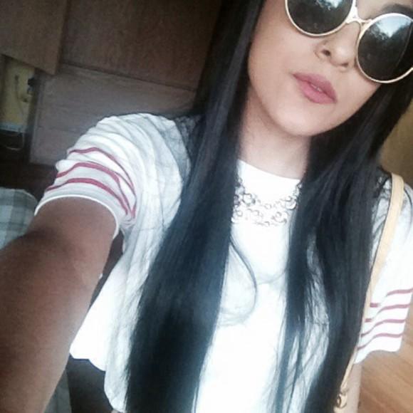shirt necklace sunglasses