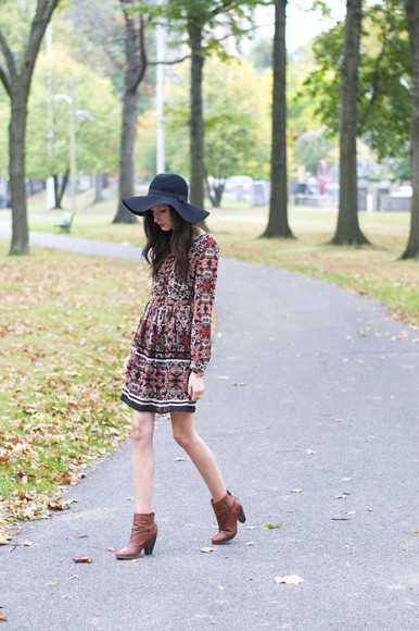 print blogger the glam files boots