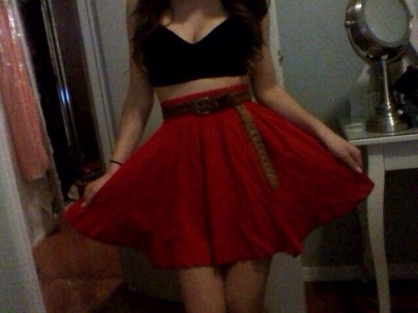 skirt red belt black top cut offs cut off mid drift mid drift circle circle skirt cute short sexy funny hot summer