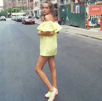 callies street chic blogger neon yellow ruffle