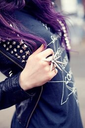 jewels,ring,leather jacket,t-shirt,spike,jewelry,grunge,spiky ring,spiked ring,cool,urban,fashion