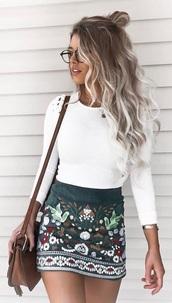 shirt,skirt,white,glasses,hair,bag,green,cute,beautiful,embroidered