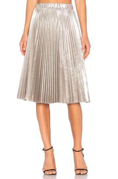 6aa3121e03 No. 21 Pleated Midi Skirt in metallic / silver - Wheretoget