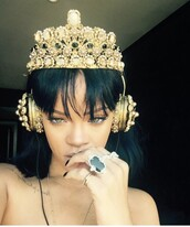earphones,jewelry,gold,dolce and gabbana,rihanna,headphones,crown,jewels,blouse