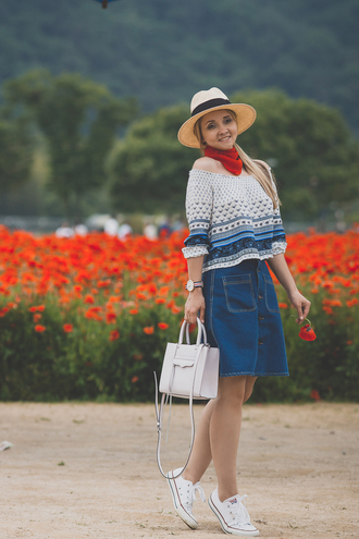 my blonde gal blogger top bag hat skirt jewels shoes scarf