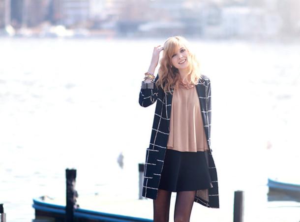bekleidet coat skirt t-shirt shoes