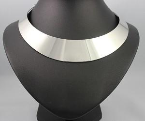 Silver chocker