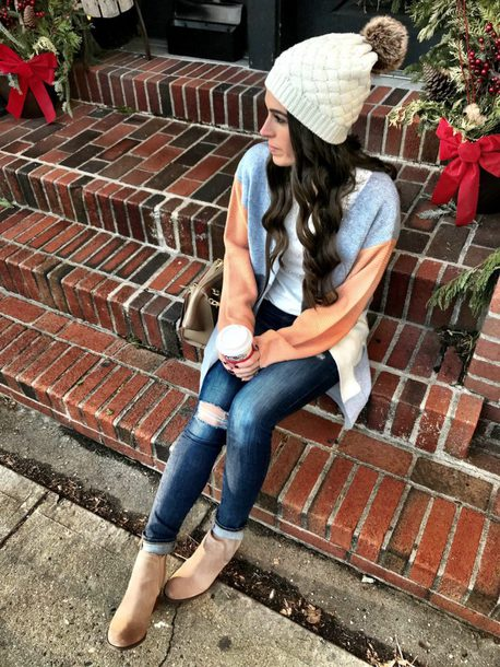 mrscasual blogger cardigan t-shirt hat jeans shoes beanie ankle boots winter outfits