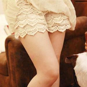 Sweet Middle Waist Lace Shorts For Girls - White on Luulla