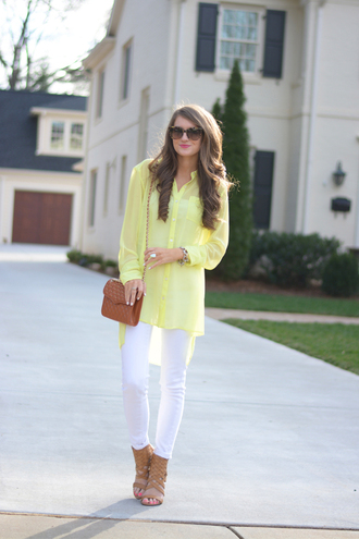 southern curls and pearls blogger top jeans shoes bag sunglasses jewels make-up nail polish