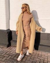 dress,midi dress,turtleneck dress,faux fur coat,gold belt,white sneakers,sunglasses