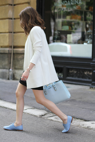 fashion and style blogger blue shoes blue bag light blue