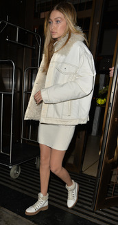dress,sweater,sweater dress,jacket,ankle boots,gigi hadid,fall outfits,model off-duty,london fashion week 2017,shoes