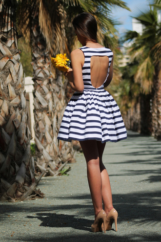 dress open backed dress striped dress vintage cute summer nude high heels stripes backless short blue and white striped open back dresses white dress navy dress blue dress fashion style black and white blackandwhitestripes open back short dress