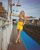 skirt,yellow leather,yellow,yellow skirt,mini,mini skirt,leather,leather skirt,summer,summer outfits,spring,spring outfits,zipped skirt,zip,casual,high waisted,high waisted skirt
