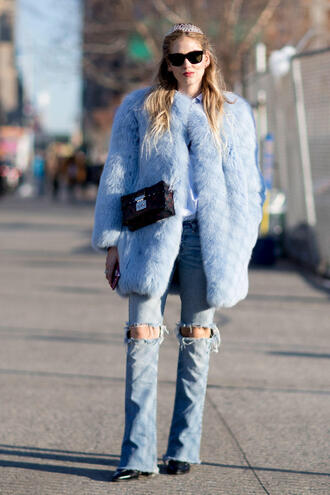coat nyfw 2017 fashion week 2017 fashion week streetstyle blue coat big fur coat bag boxed bag denim jeans blue jeans ripped jeans sunglasses chiara ferragni the blonde salad top blogger lifestyle monochrome outfit