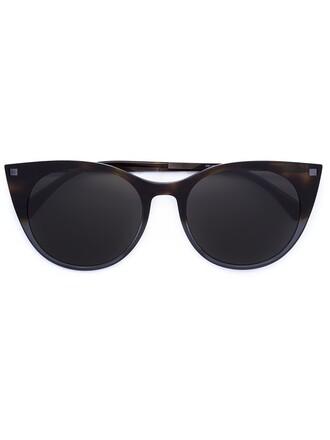 women plastic sunglasses