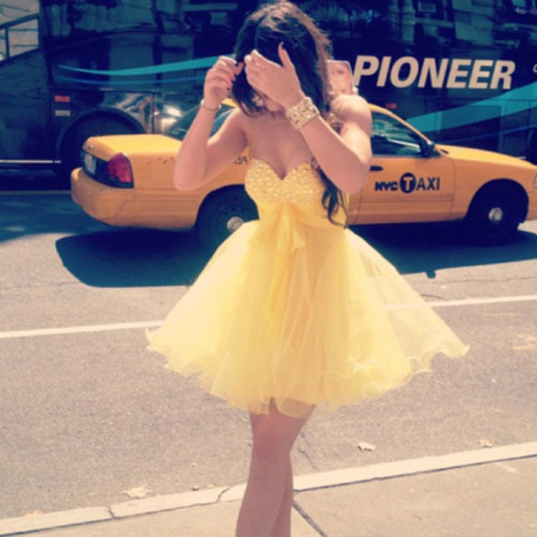 dress yellow summer prom dress girl girly homecoming dress yellow dress glitter dress cute dress lovely dress sweet dress prom dress homecoming dress graduation dress cab bracelets gold bracelet diamant bow tumblr formal dress short dress fashion girly dress flowy dress sparkly dress princess beautiful cute spring short prom dress vestido de noiva