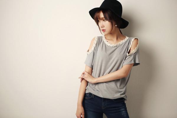 open shoulders shirt