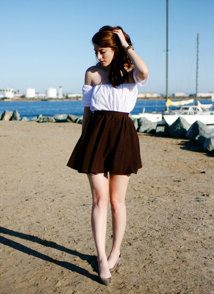 these days skirt shoes t-shirt