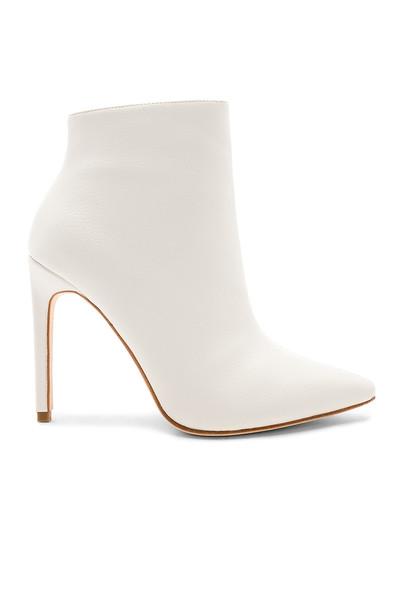 RAYE boot white shoes
