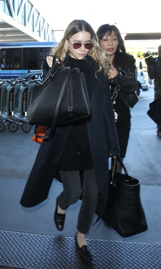 olsen sisters blogger sunglasses coat maxi bag