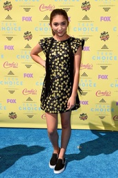 dress,rowan blanchard,girl meets world,boy meets world,teen choice,teen choice awards,black,yellow,flowers,floral,shoes,vans,Giamba Resort,printed dress,candies brand,vans girls,Giamba,giamba dress,giamba paris,giambattista valli