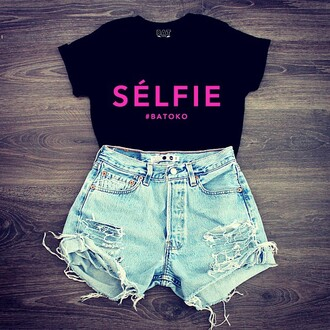 t-shirt batoko hipster hipsterista selfie shorts denim shorts pink blue frayed shorts 501s levi's high waisted shorts black t-shirt quote on it celebrity girl friend fashion fashionista outfit winter outfits wardrobe
