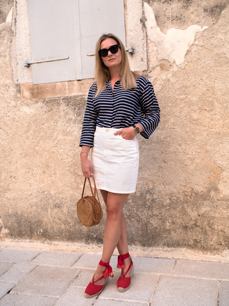 style and minimalism blogger top skirt shoes bag sunglasses jewels striped top round bag white skirt wedges fall outfits