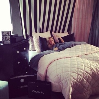 coat blanket sleep home accessory bedding bedroom tumblr bedroom home decor white rose pink chanel