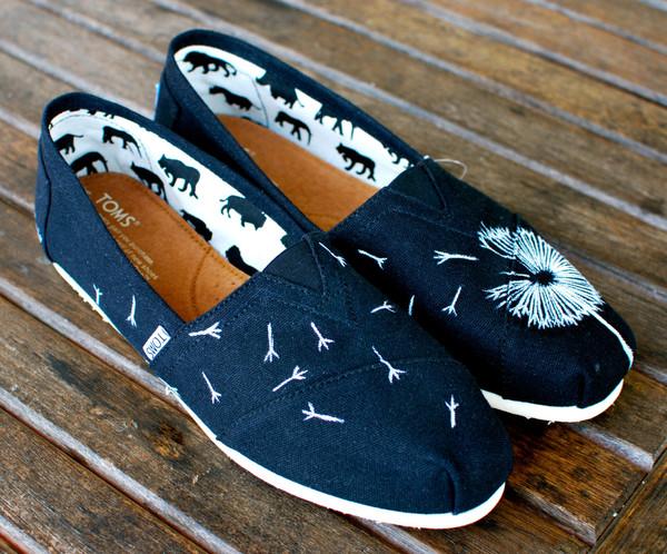 White dandelion on black canvas classic toms shoes