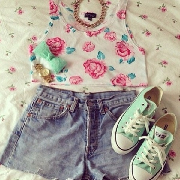 tank top floral top floral crop tops crop girly shorts High waisted shorts high waisted high waisted converse bow shoes hair accessory jewels blouse flowers crop tops watch necklace white mint