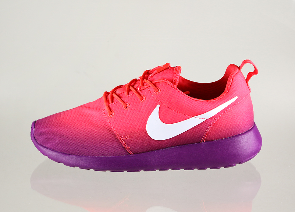 pink and purple nike roshe run