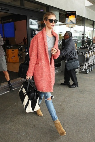 le fashion image blogger sunglasses coat t-shirt jeans
