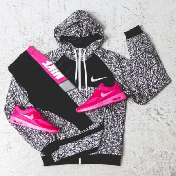 jacket nike jacket dope running shoes yoga pants shoes nike roshe run nike women's pink pretty cute running workout nike running shoes nike shoes exercise clothes sweater nike sportswear nike sweater nike running shoes jumpsuit windbreaker yoga pants